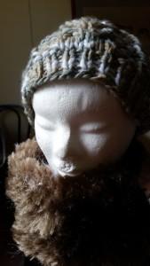 Bonnet beige gris et snood fourrure