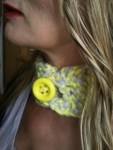 bandeau de cou jaune